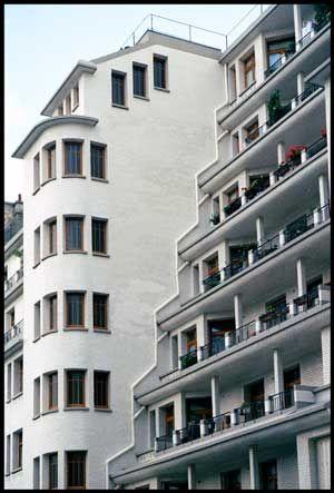 Immeuble Et Piscine Des Amiraux Google Search Hidden Paris
