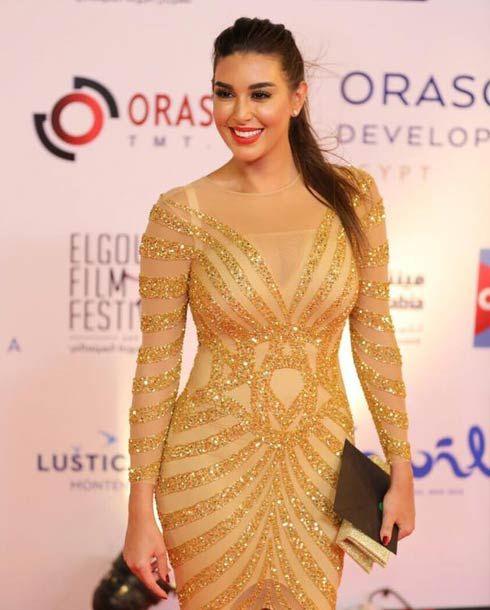 أسما شريف منير ترد على ياسمين صبري لا أعلم لماذا قالت أنها وضعت لنفسها المكياج في افتتاح الجونة Long Tight Prom Dresses Arab Celebrities Fashion Outfits