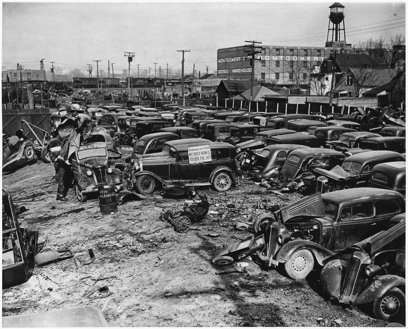 vintage everyday: Detroit Auto Graveyard, 1942. Vintage-Antique ...