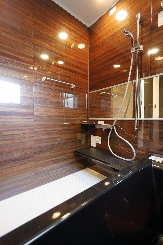 アメリカンヴィンテージスタイルの高性能住宅 ジェネシスの施工写真 性能とデザインにこだわった注文住宅 ユニットバス 家 お風呂 インテリア