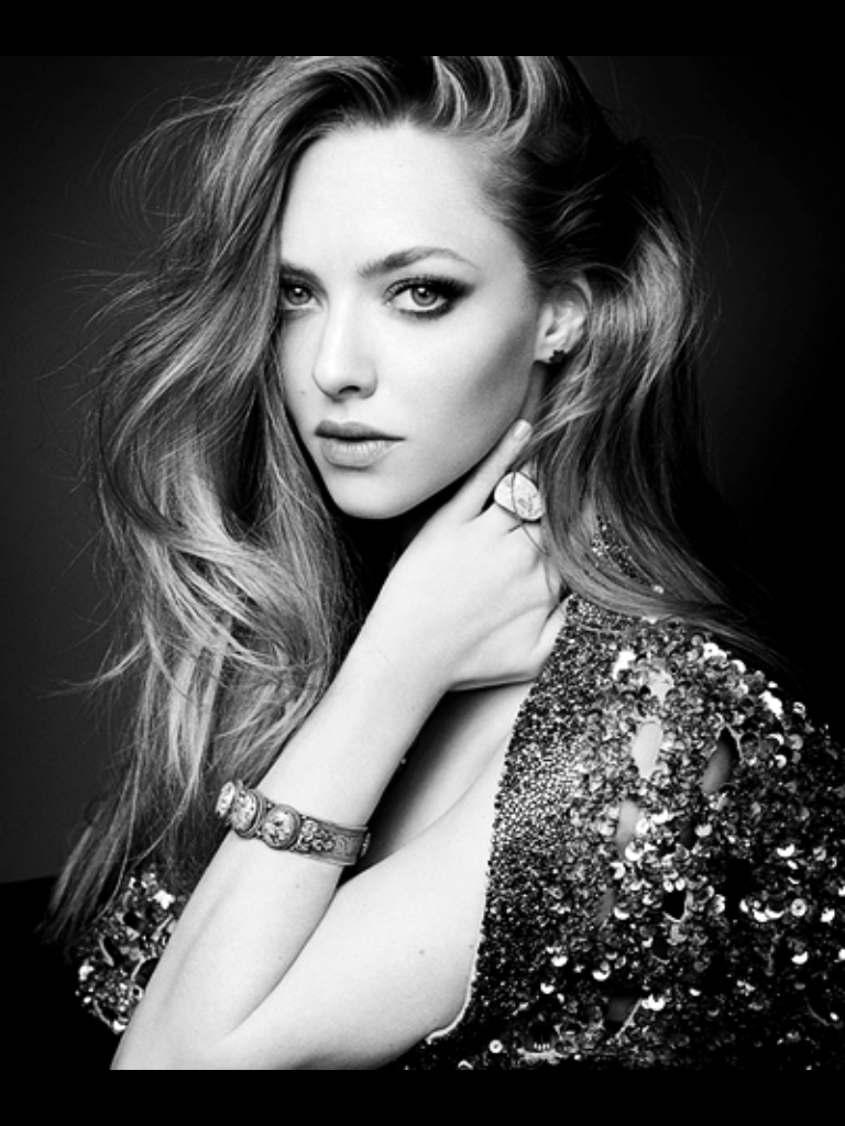 Amanda seyfried black white portrait