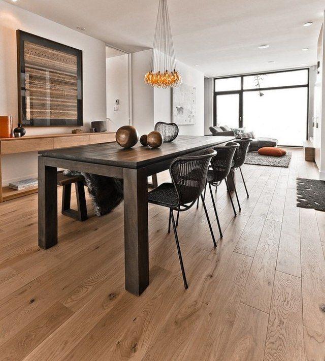 Esszimmer Boden Gestaltung Holz Belag Tisch Essraum Stühle Pendelleuchten