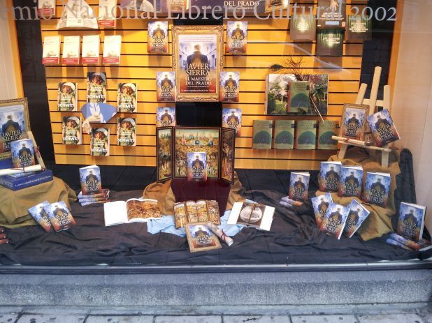"""Escaparate de la librería Cervantes de Oviedo dedicado a """"El maestro del Prado"""". Impresionaba verlo..."""