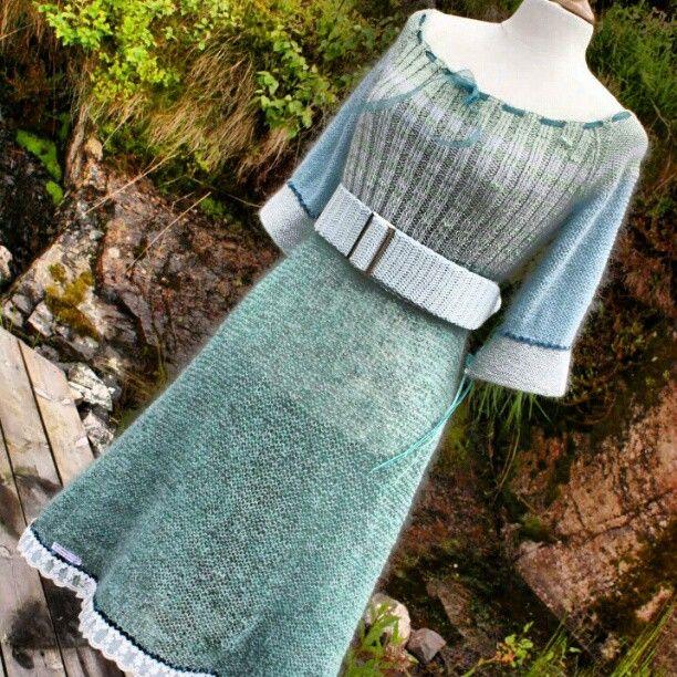 en av mine strikkede kjoler og heklet belte #strikket #strikking #kjole #heklet #belte #instastrikk #strikkenerd #håndlaget #håndarbeid #ull #knitted #knit #dress #crochet #belt #fashion #wool #handmade #madebyme #Padgram www.min-design-strikk.com