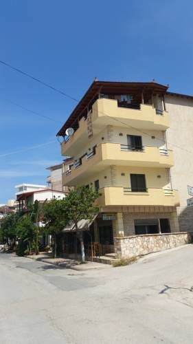 Miranda Apartments Sarandë Offering a garden, Miranda Apartments is located in Sarandë. Corfu Town is 29 km away. Free WiFi is provided and free private parking is available on site.  The pet-friendly accommodation is air conditioned and comes with a seating and dining area.