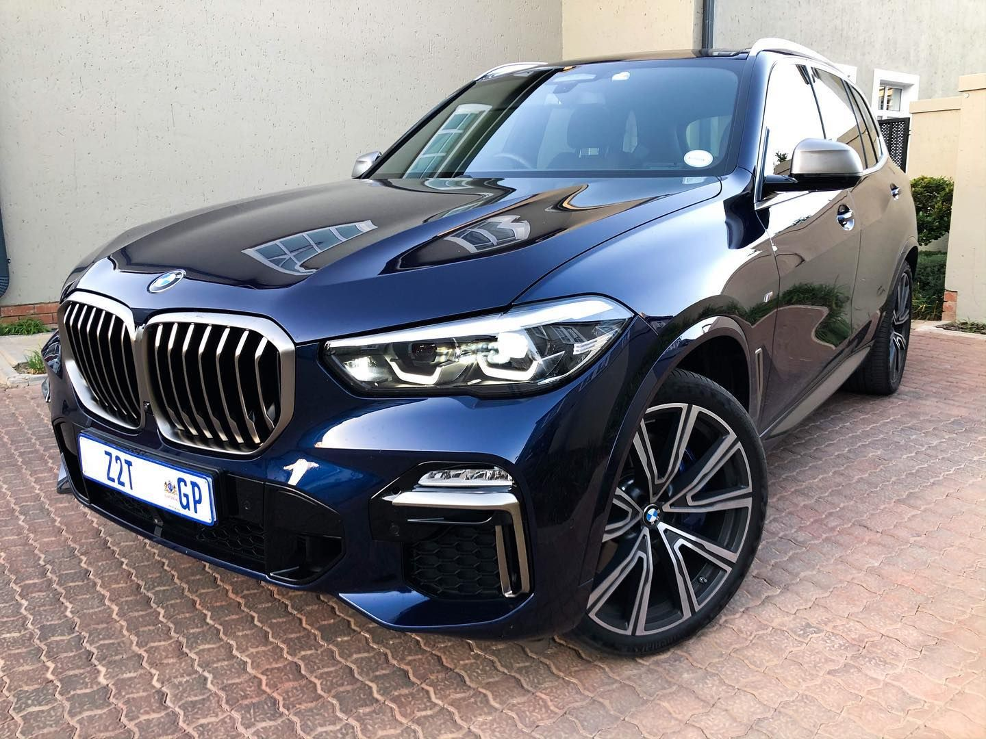 Bmw X5 M50i Take A Bow The Twin Turbo 4 4 Litre V8 Delivers A Potent 390 Kw And 750 Nm Which Is Plenty Get Up And Go For Day To Day Dr In 2020
