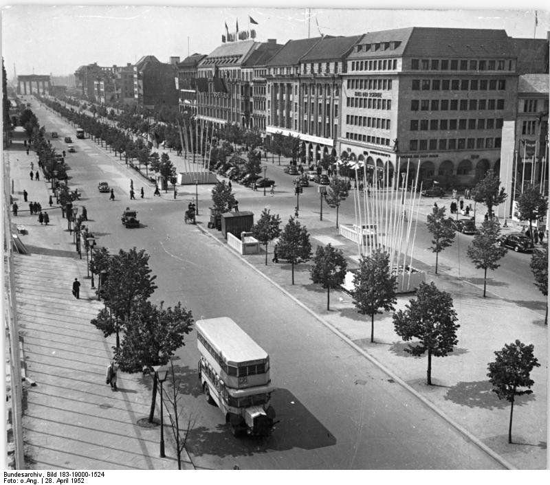 Berlin Ddr 1952 Unter Den Linden Berlin Berlin Geschichte Berlin Stadt