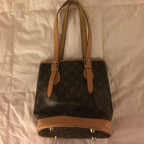 Louis Vuitton bucket purse Gorgeous Louis Vuitton bucket purse - it's a very loved item so the straps are a bit worn and the inside has a couple of pen marks (picture enclosed) however, if taken to the store they can easily be repaired! Louis Vuitton Bags Shoulder Bags