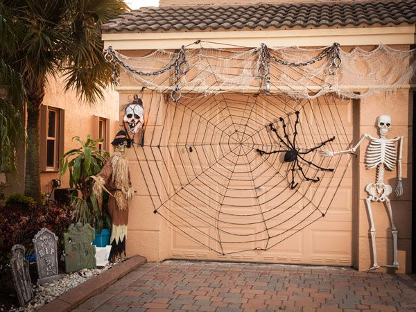 How to Turn Your Garage into a Haunted House Haunted houses - halloween garage ideas