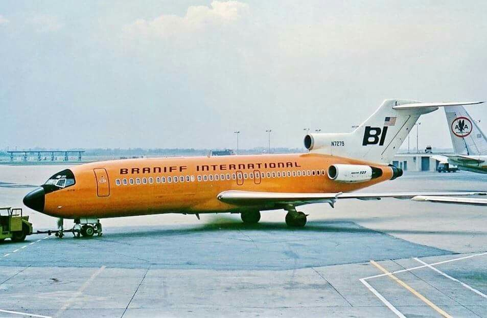 Braniff's B727QC pushing back at ORD June 1967, to the far right is an AA B707