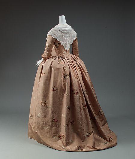 La robe à l'anglaise ( XVIIIè siècle) - Un Certain regard....