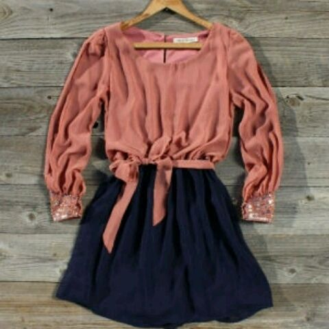 I like the color combination and romantic blouse