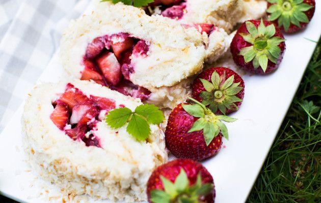 Marenkinen mansikkakääretorttu / Strawberry meringue roulade / Kotiliesi.fi / Kuva/Photo: Riikka Hurri/Otavamedia