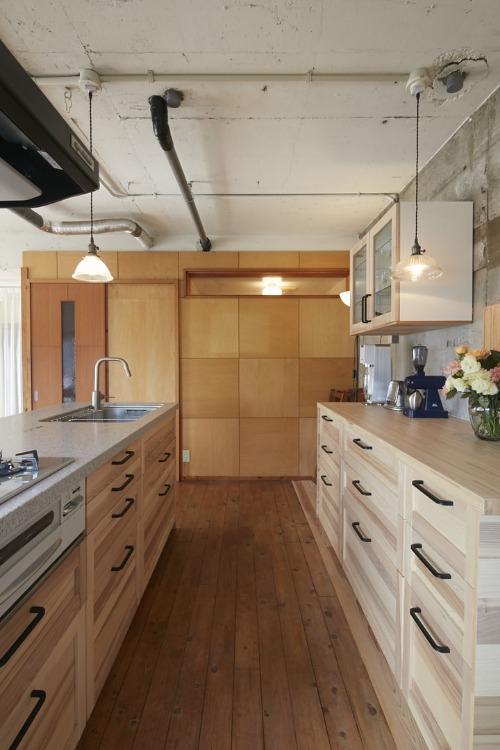 人気カフェオーナーが3回リノベ 暮らしにフィットするdiyハウス Sumai 日刊住まい リノベーション タイル キッチン床 ハウス