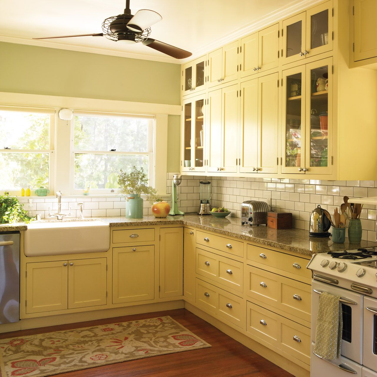 Sunny Kitchen! Dunn-Edwards Paints paint colors: Walls: Filtered ...