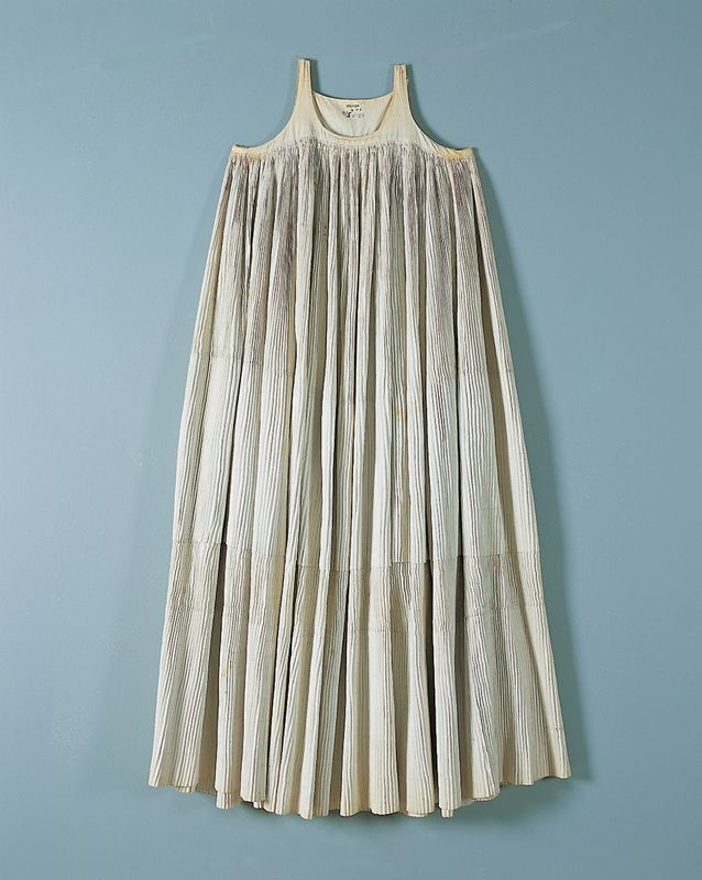 Áspri vólta: a long, sleeveless, pleated dress  H. 1.21 m.  Skopelos, Sporades. Early 20th century  © Peloponnesian Folklore Foundation, Nafplion Greece