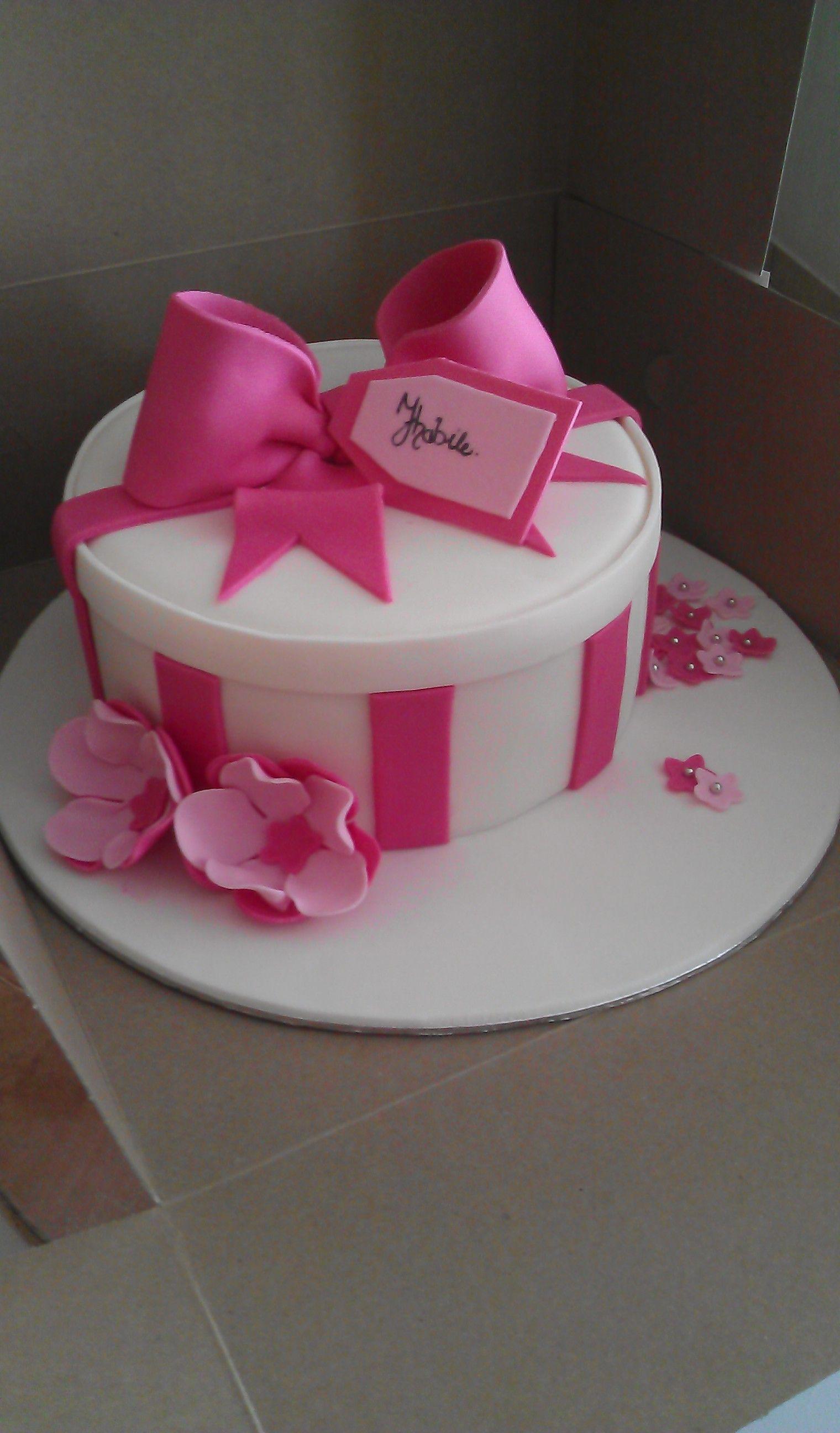 Magnificent Round T Box Birthday Cake Gift Box Cakes Birthday Cakes For Funny Birthday Cards Online Hendilapandamsfinfo
