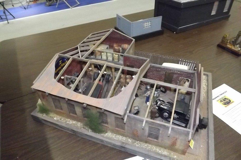 Auto repair shop diorama car model