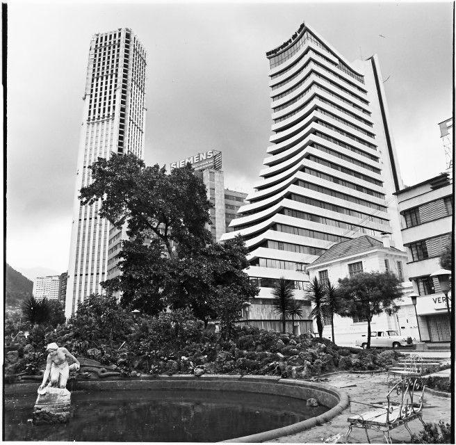 La Rebeca Con Edificios Aseguradora Del Valle Y Colpatria