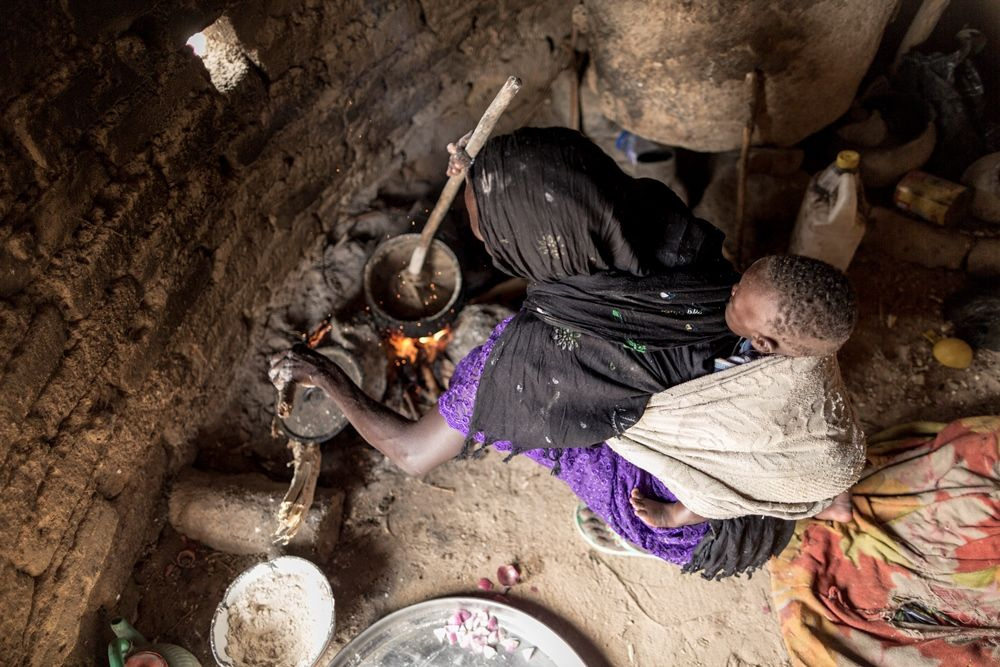 Chad: Preparing Ech Bbe Mula Kawal: 1. For couscous, boil water & add sorghum flour 2. Stir until soft dough forms 3. For gumbo sauce, fry onions & tomatoes w/ garlic & gumbo in hot oil 4. Add water, dash of sugar, pinch of kawal, meat powder & pinch of salt 5. For kawal powder, leaves need to be kept in a jar with water for 2-3 days. The leaves are then dried and pound to powder 6. Stir sauce until boiling. Simmer for 20-25 minutes   © World Food Programme / Chris Terry – supported by the…