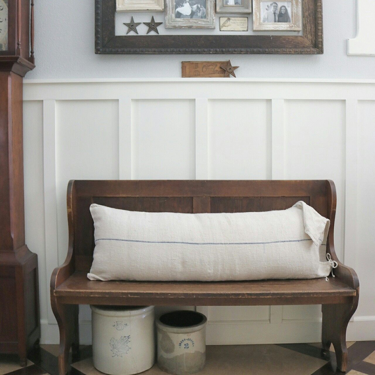 Farmhouse Foyer Zara : Farmhouse entryway church pew at home on sweetcreek