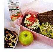 Avocadosalat kendes for ret og fiskesalat på smagen Avocadosalat og fiskesalat er pålæg, der går godt til de fleste typer af brød. Prøv at anvende rugbrød til den ene salat og groft franskbrød til den anden.