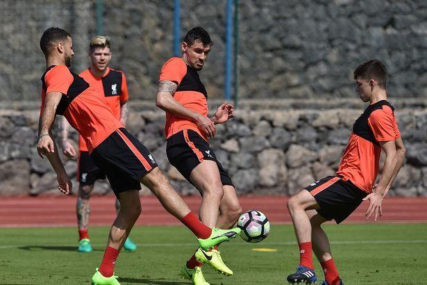 Liverpool družstvo sa pustiť do práce v Tenerife na týždennej teplom počasí sústredenie - zrkadlo Online