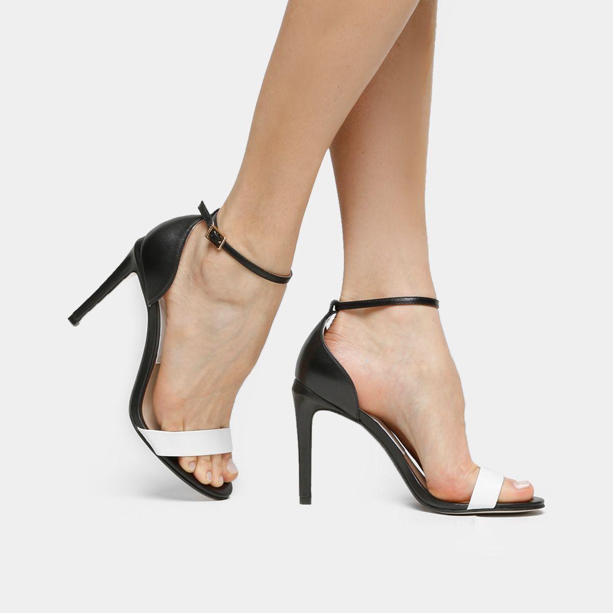 6d26462a6b Compre Sandália Dumond Salto Fino Preto e Branco na Zattini a nova loja de  moda online da Netshoes. Encontre Sapatos
