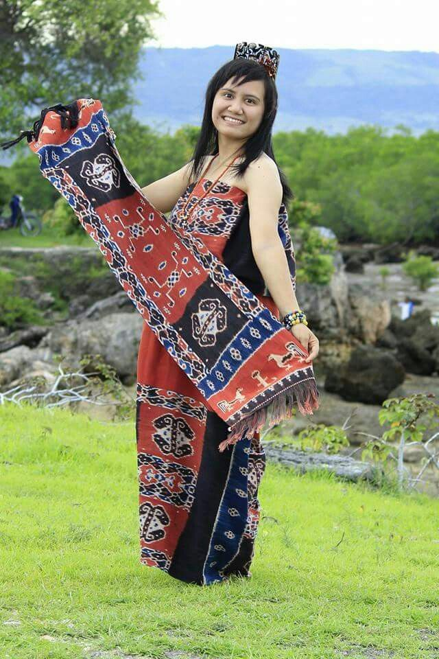 Kain tenun ikat Sumba | INDONESIAN TRADITIONAL FABRIC ...