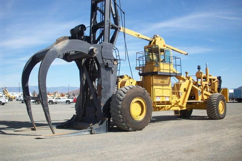 A Guide To The Hellish Machines That Are Tearing Down The Forests Motherboard Heavy Construction Equipment Heavy Equipment Heavy Machinery
