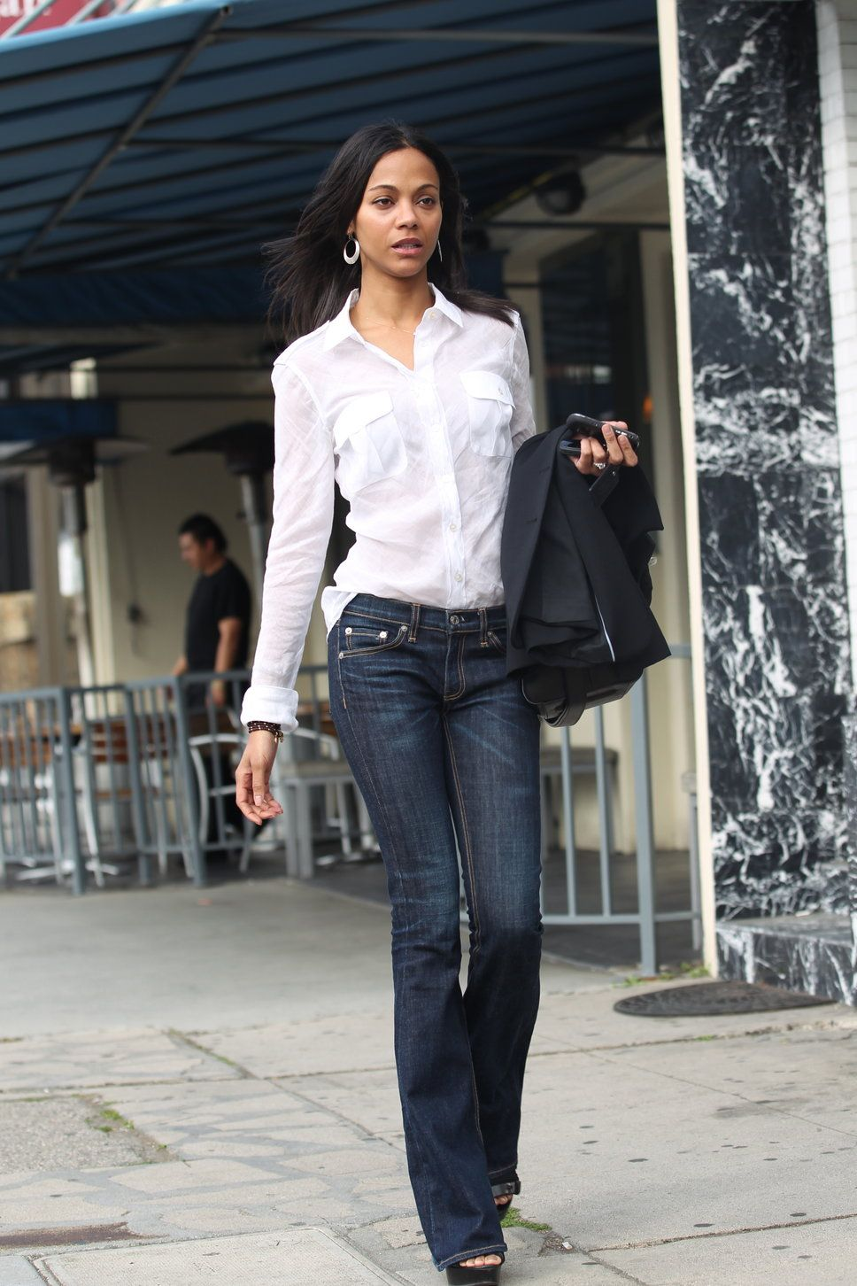 how to wear button down shirts | Zoe Saldana white button down ...