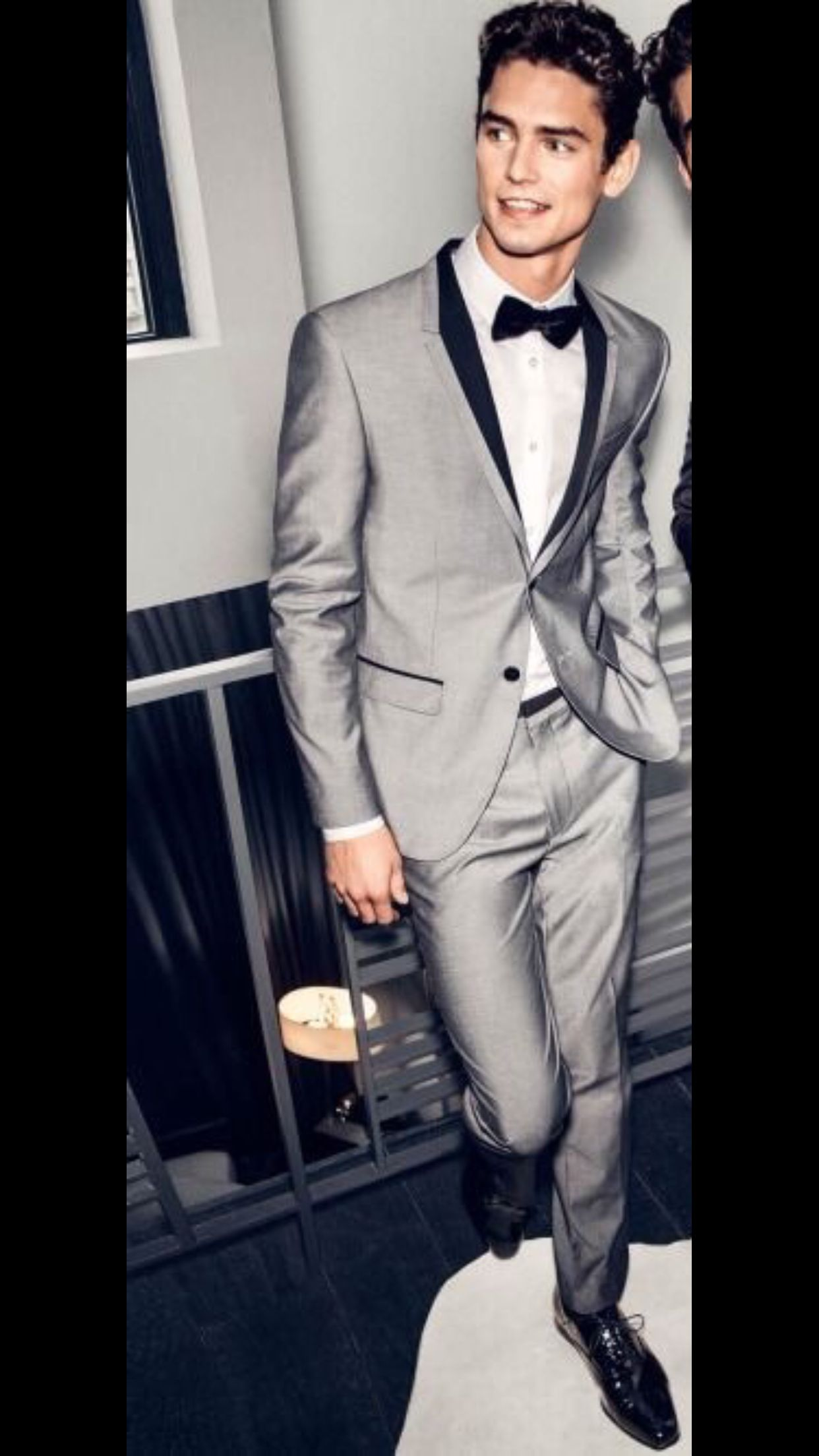 Traje gris satinado con negro | Tommy Ross | Pinterest | Prom night