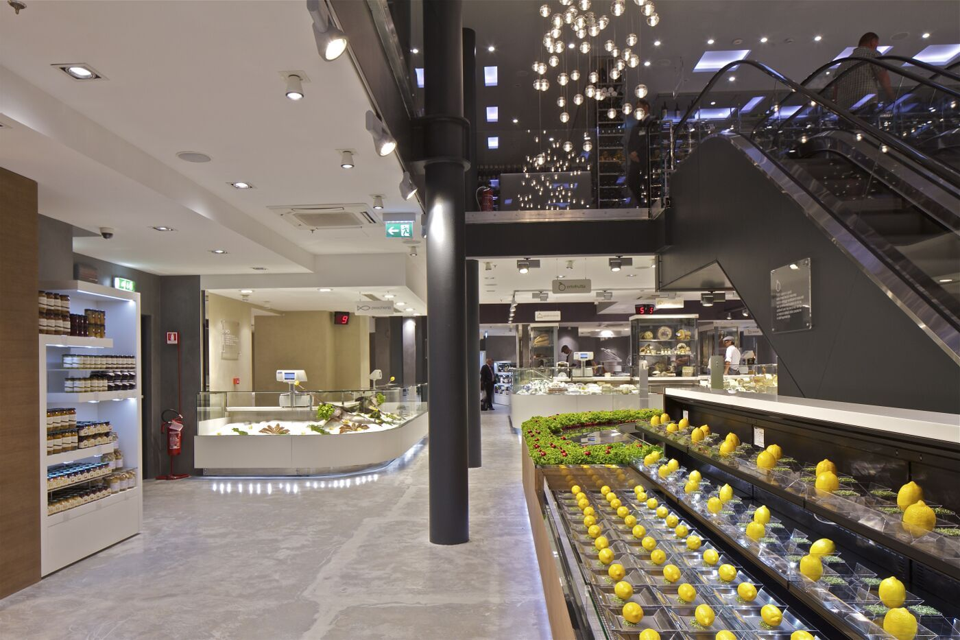 Excelsior milano eat 39 s store retail concepts for Unique design milano