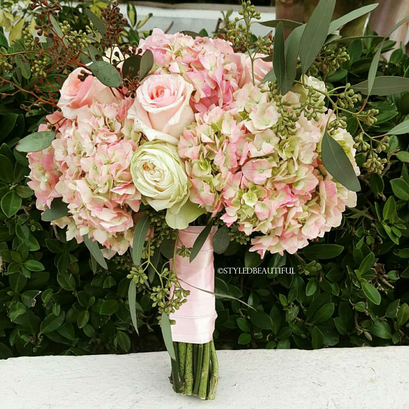 Hydrangea Macrophylla Wedding Gown: Vintage Style Bridal Bouquet Of Pink Hydrangeas And Roses