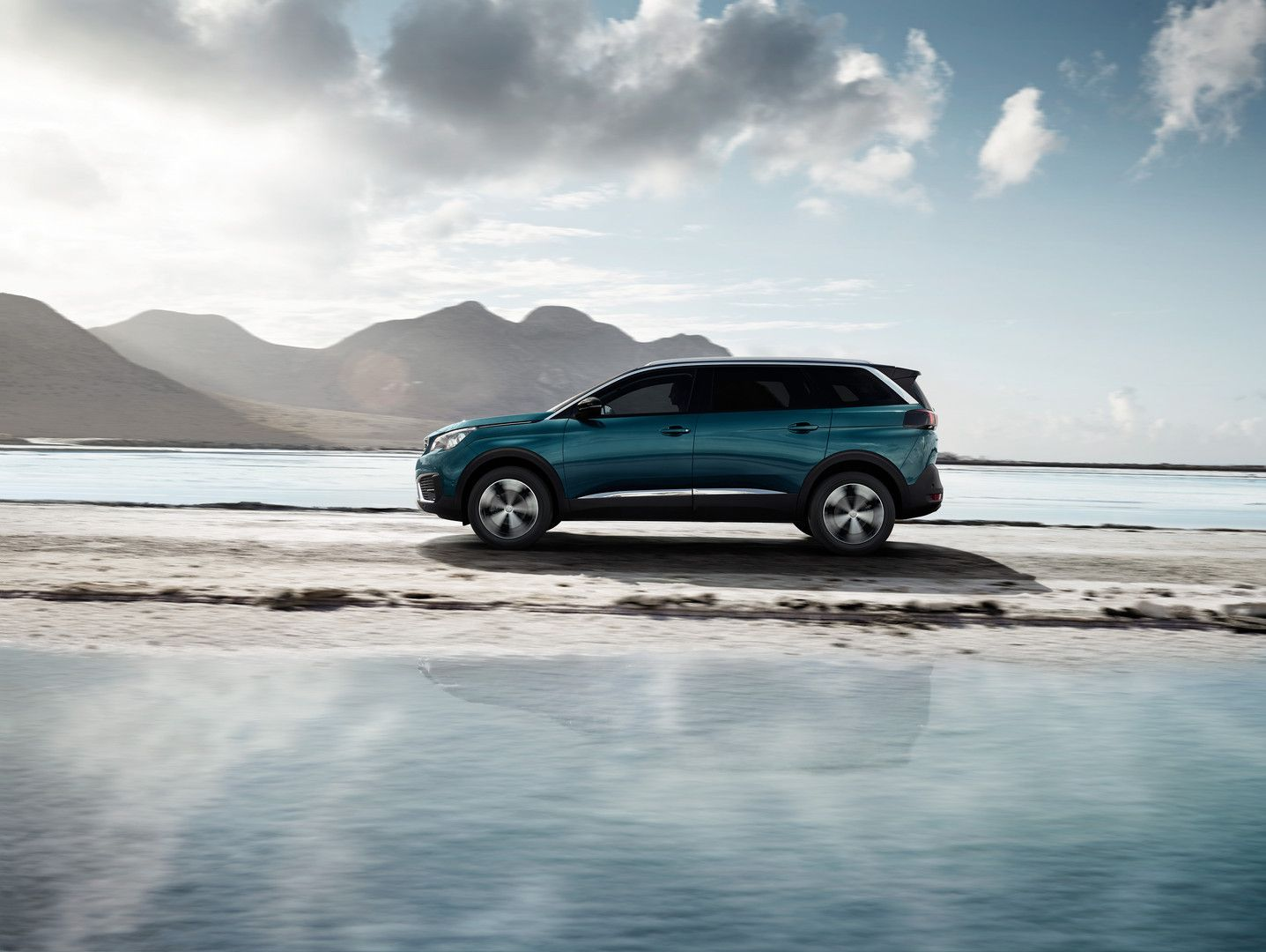 New Suv Peugeot 5008 Photos And Videos Of The 7 Seater Suv Peugeot