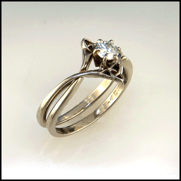 Interlocking Wedding Set With Diamond In 2020 Celtic Wedding Ring Sets Celtic Engagement Rings Celtic Wedding Rings