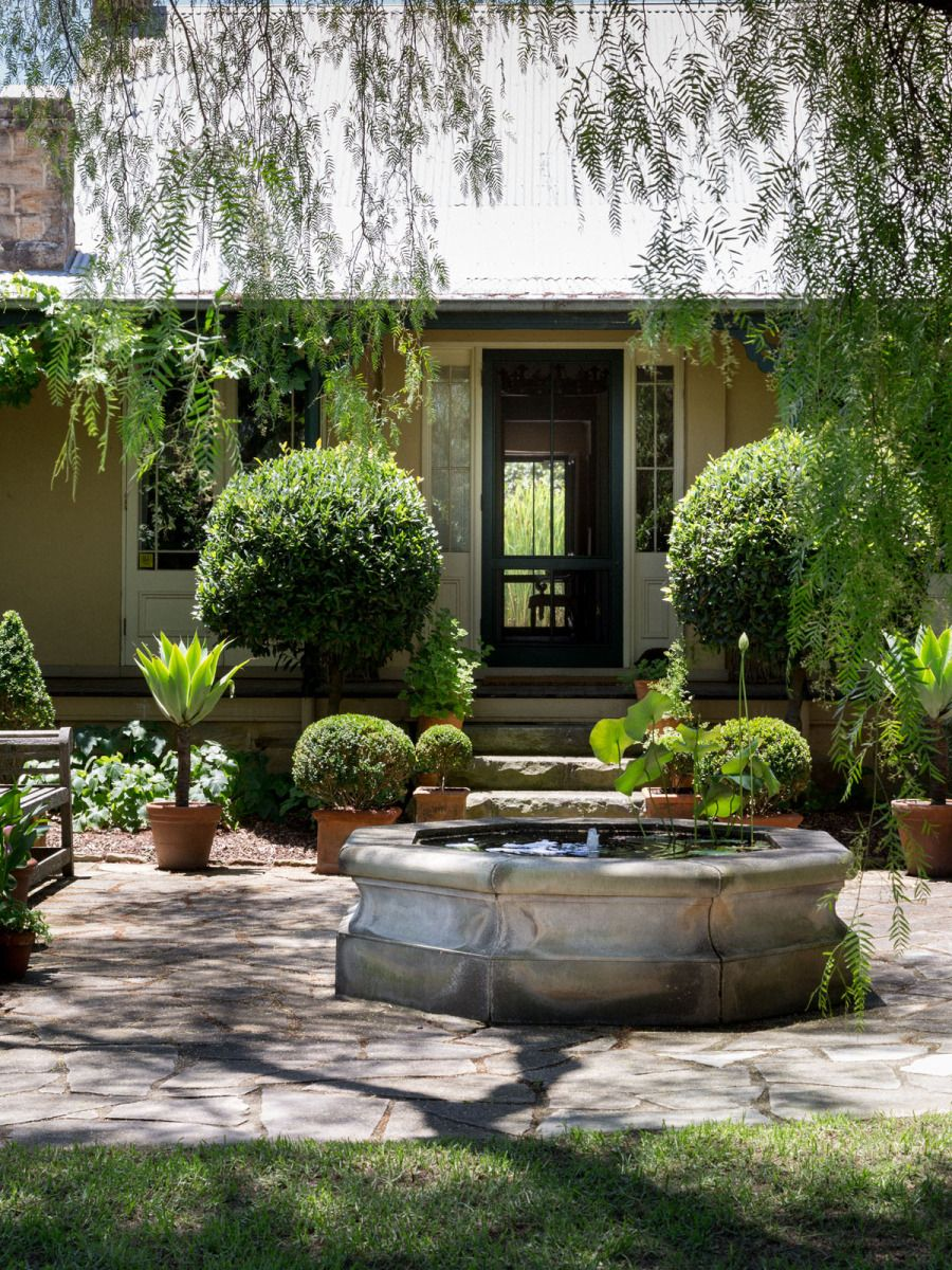 The beautiful gardens at 'Glenmore House' in rural NSW ...
