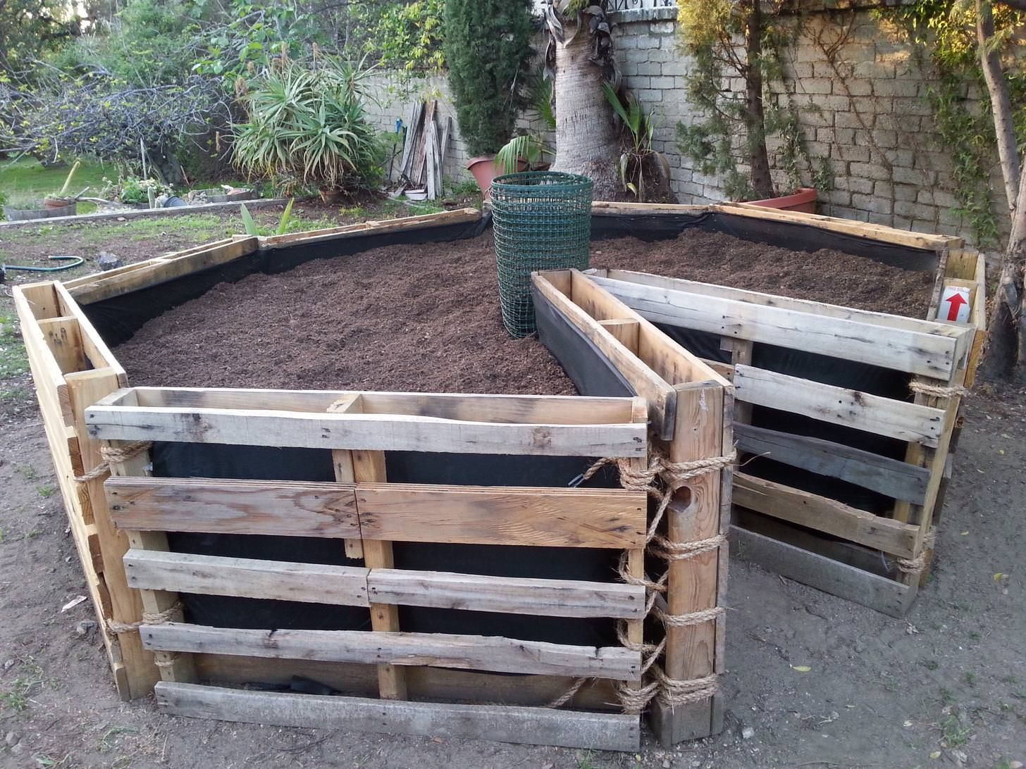 Built This Diy Keyhole Garden With Recycled Wooden Pallets 400 x 300