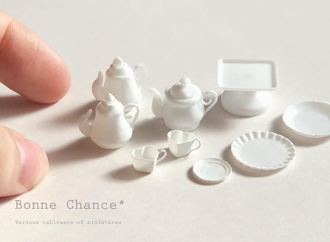 1 069 Likes 26 Comments Bonnechanceyuri Miniature Tea Set Bonnechance Yuri On Instagram こんばんは 色々な食器を制作し Place Card Holders Miniatures Card Holder