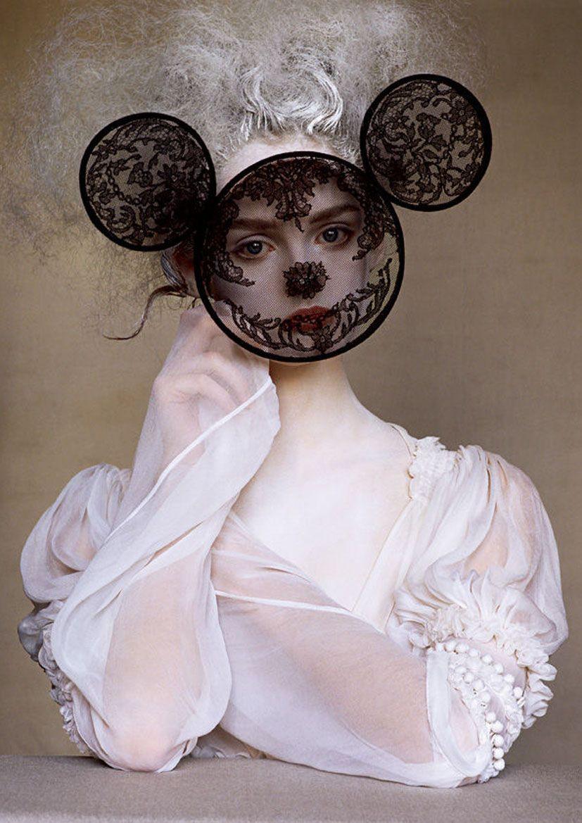 Irving Penn. Vogue, 2005. Model: Lisa Cant.