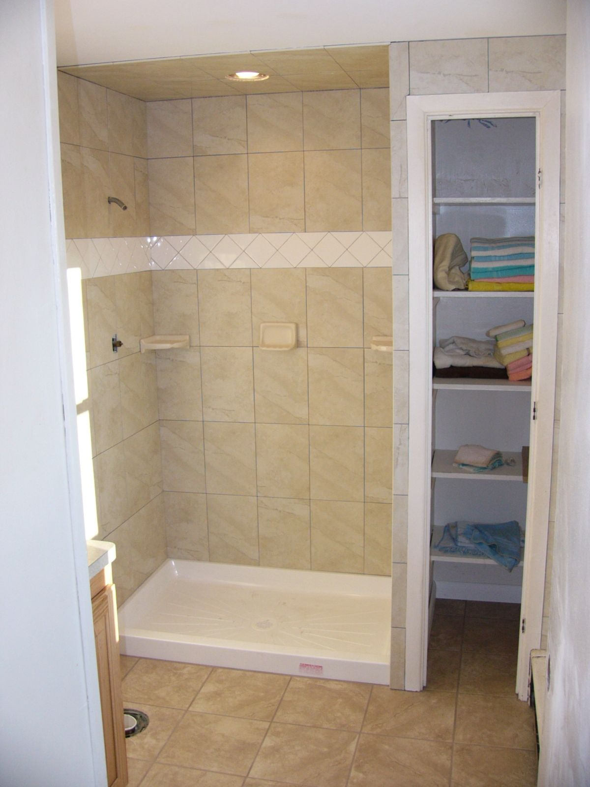 Shower Surrounds Wallpaper | bathroom | Pinterest | Tile showers ...