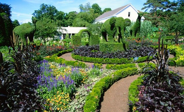 Photos America S Most Beautiful Home And Garden Tours Budget Travel Beautiful Home Gardens Beautiful Gardens Topiary Garden