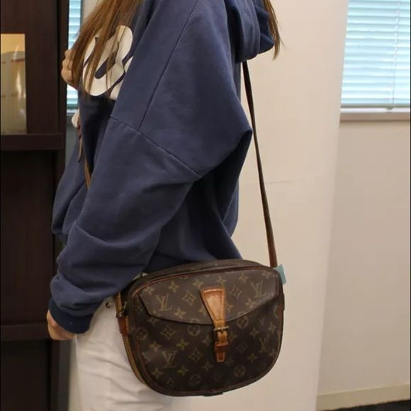 Louis Vuitton Jeune fille MM crossbody handbag In good vintage condition!!  Authentic or moneyback Louis Vuitton Bags Crossbody Bags 6e313c992991e