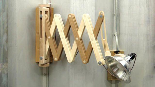 Scissors extending work light