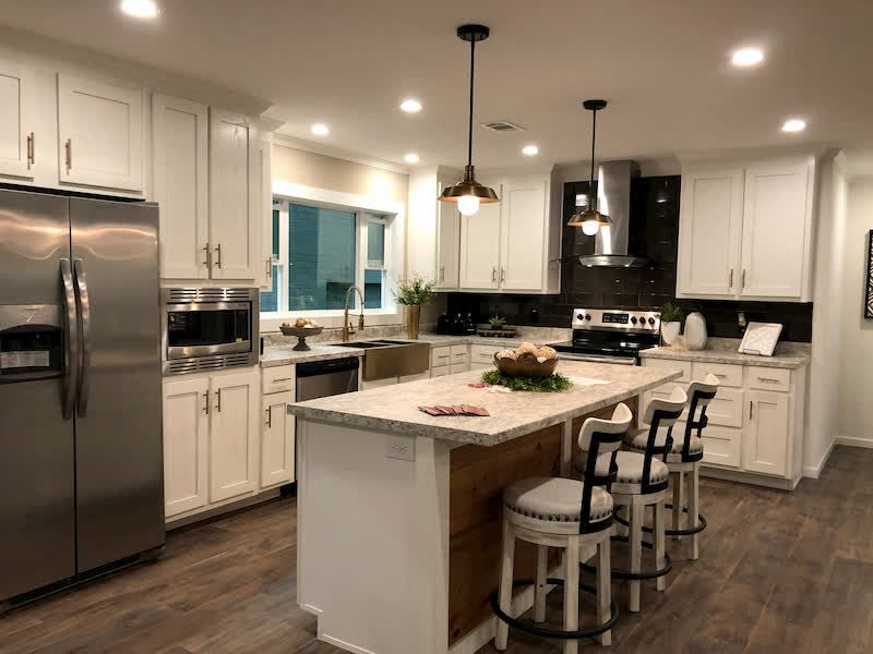 5 Gorgeous Modern Mobile Homes You Need To See Mhvillager Modern Mobile Homes Remodeling Mobile Homes Mobile Home Kitchens