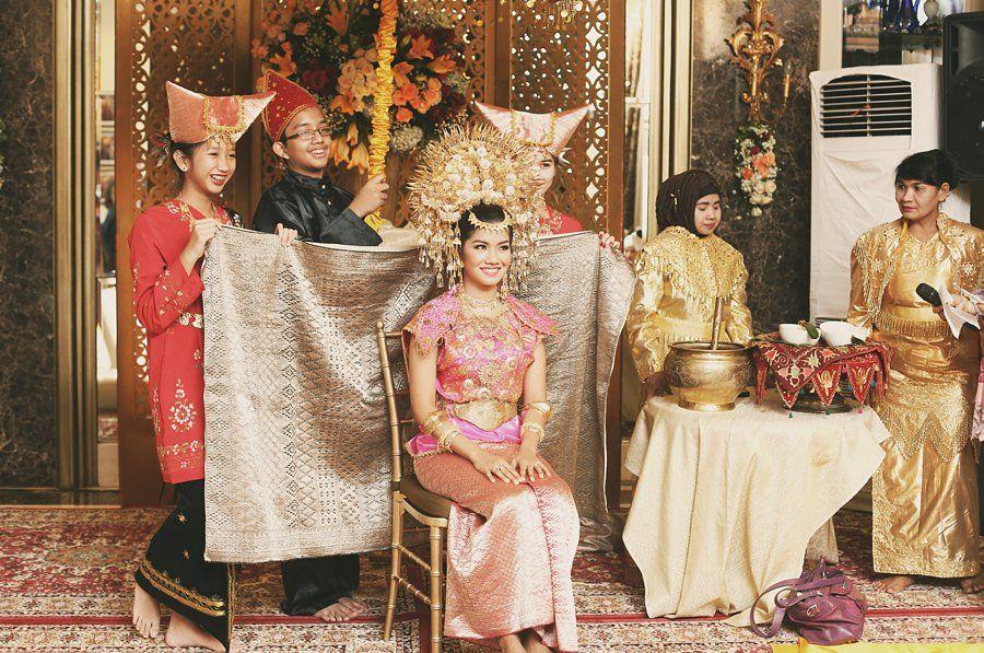 Malam bainai dengan baju tokah dari Buchyar, Jakarta www