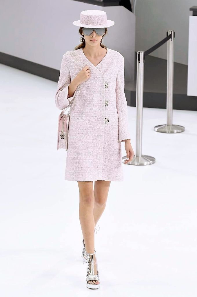 Chanel spring/summer 2016 collection show pictures. #pfw #chanel #parisfashionweek