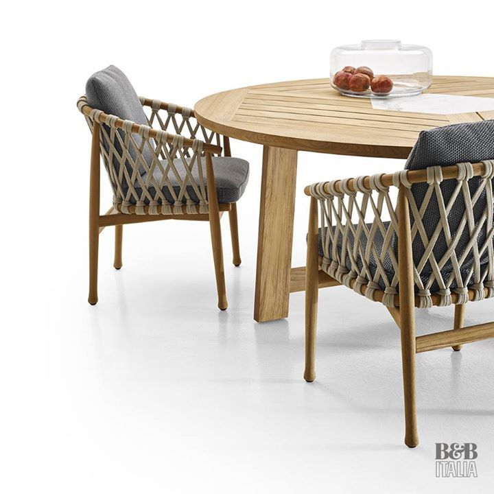 B B Italia Discover The New Broom By Antonio Citterio Large Dining Tables Featuring Nat Contemporary Designers Furniture Glass Dining Table Small Square Dining Table Modern Dining Table