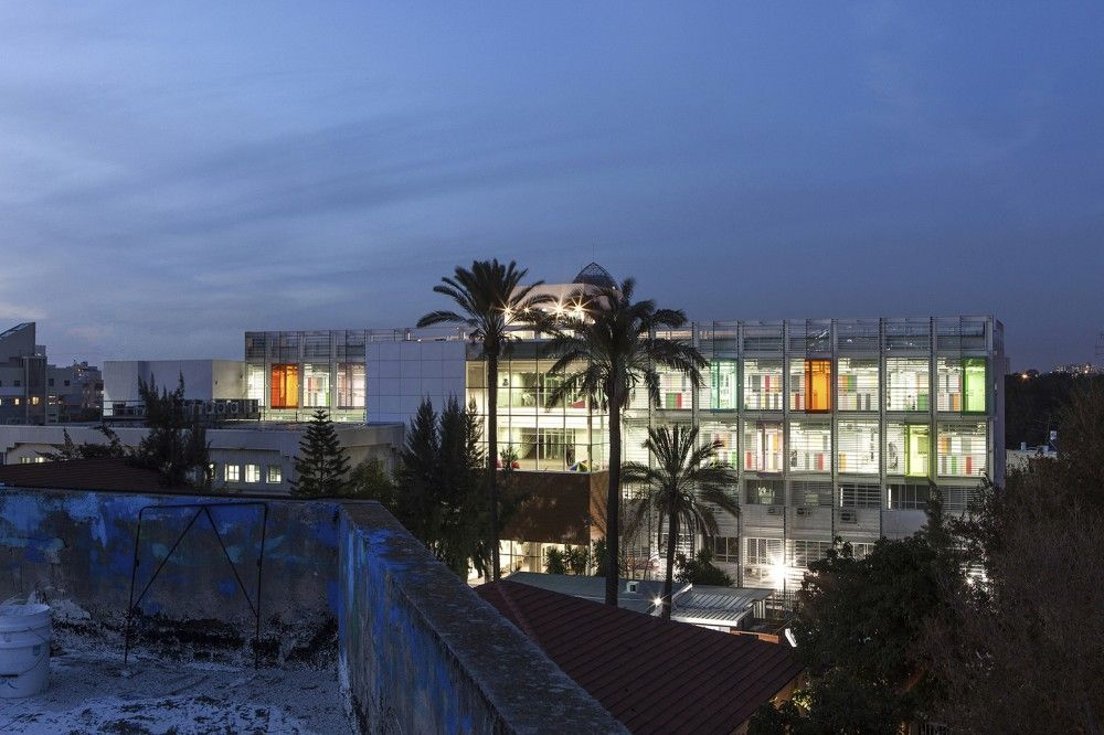 Pernick Academic and Administration Building  / Amir Mann- Ami Shinar  Architects and Planners