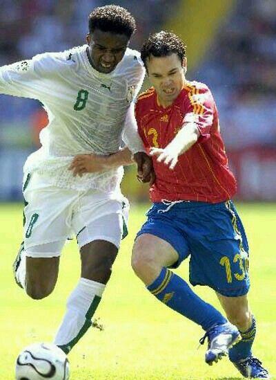Spain 1 Saudi Arabia 0 In 2006 In Kaiserslautern Andres Iniesta And Mohamed Noor Battle For The Ball In Group H World Cup Final Iniesta 2006 World Cup Final